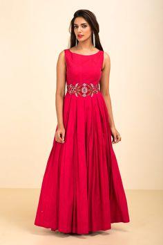 CHHAYA MEHROTRA Carrot Pink Textured Gown #flyrobe #wedding #weddingoutfit #flyrobeweddings #receptionoutfits #designerwear #designergown #receptiongown