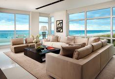 60 идей французских окон: красиво, модно и роскошно http://happymodern.ru/francuzskie-okna/ Уютная гостиная с потрясающим видом на океан