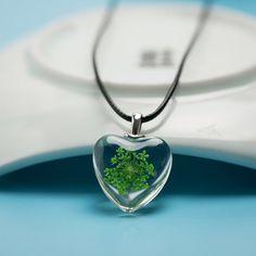 Echte Blume Halskette - grünes Herz, Geschenke für sie, gepresste Blumen, Wildblumen Halskette, Harz-Anhänger, Grüne Halskette