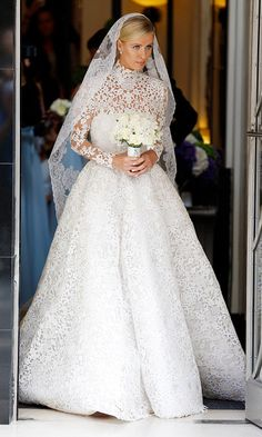 Nicky Hilton marries James Rothschild in Valentino at Kensington Palace. Truly a stunning design by Valentino.