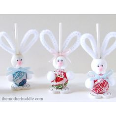 Easter Bunny Suckers  15 Amazing #Easter #Crafts #DIY, #bunny #eggs #spring