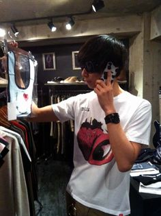 "[Champagne]川上洋平2011/5/27【VIZ】[Champagne] 川上洋平くん(Vo&Gt)ご来店!! 明日は""ROCKS TOKYO""に出演です!!"