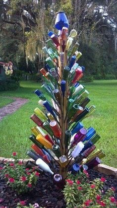 Garden Crafts 80 Awesome Spring Garden Decoration Ideas For Backyard & Front Yard Wine Bottle Trees, Wine Bottle Art, Wine Bottle Crafts, Wine Tree, Blue Bottle, Wine Bottle Christmas Tree, Glass Garden Art, Bottle Garden, Mosaic Garden