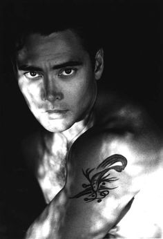 Mark Dacascos' father, Al Dacascos, is from Hawaii, and is a martial arts instructor of Filipino, Spanish, and Chinese ancestry.
