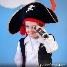 Si quieres hacer un disfraz casero con tus hijos, tal vez te guste este de pirata. Te enseñamos cómo hacerlo de forma muy sencilla. Sigue nuestro paso a paso y conseguirás un disfraz de pirata para niños. Tardarás muy poco tiempo.