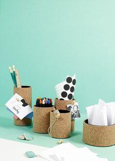 Stiftehalter aus Papierrollen und Kork