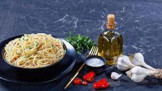 Σεφ με αστέρια Michelin μοιράζονται τις 4 πιο απλές συνταγές που όλοι πρέπει να ξέρουν να μαγειρεύουν   GASTRONOMIE   iefimerida.gr Spaghetti, Ethnic Recipes, Food, Recipes, Essen, Meals, Yemek, Noodle, Eten