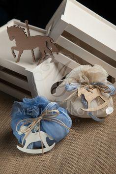 Μπομπονιέρα βάπτισης χειροποίητη πουγκί με ξύλινο αλογάκι Horse Baby Showers, Baby Shower Deco, Baby Boy Shower, Baby Staff, Gift Wraping, Baby Christening, Gift Bags, Kids Toys, Projects