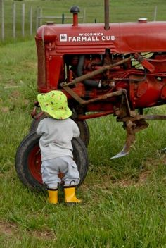 Gotta love this Farmall tractor (and those yellow boots)