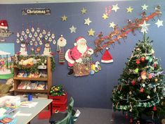 A super Christmas classroom display photo contribution. Great ideas for your classroom! Kindergarten Classroom Decor, Classroom Decor Themes, Classroom Displays, Christmas Art, Christmas Decorations, Xmas, Holiday Decor, Christmas Ideas, Christmas Displays