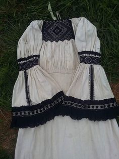 Nicole Fashion, Traditional Dresses, Folklore, Romania, Fabric Crafts, Embroidery Patterns, Boho Shorts, Diy And Crafts, Costumes