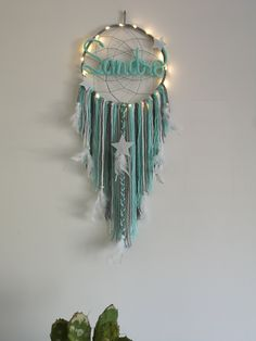 Home Decoration Accessories Dream Catcher Craft, Dream Catcher Boho, Crafts To Make And Sell, Diy And Crafts, Wood Feather, Cuadros Diy, Magical Room, How To Make An Envelope, Thread Art