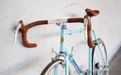 Bianchi Rekord 748 road bike vintage corno marrone custom bicycles single speed fixie classic steel campagnolo universal mod 77 19978 70s gipiemme front c