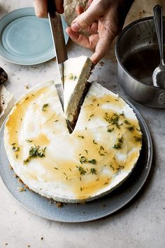 20 best easy pudding recipes: Yotam Ottolenghi's honey and yogurt set cheesecake Yotam Ottolenghi, Easy Pudding Recipes, Cake Recipes, A Food, Good Food, Food And Drink, Cake Au Miel, Otto Lenghi, Blueberry Crumble