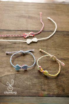 Darling Make Alphabet Friendship Bracelets Ideas. Wonderful Make Alphabet Friendship Bracelets Ideas. Embroidery Shop, Learn Embroidery, Bracelet Making, Jewelry Making, Heart Friendship Bracelets, Embroidery Floss Bracelets, Bracelets With Meaning, Kawaii Jewelry, Bracelet Tutorial