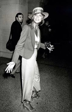 ELLE loves... This vintage picture of Lauren Hutton wearing a jumpsuit with a blazer and cute straw hat! Click through for more celebrity style inspiration.