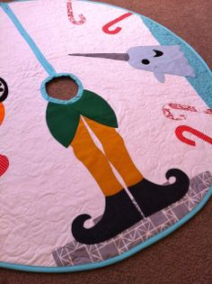 Buddy the Elf Tree Skirt Tutorial- Squires Squires Rininger, would you use your mad applique quilting skills and make this for me? Elf Christmas Tree, Little Christmas, Winter Christmas, Christmas Decorations, Christmas Ideas, Christmas Skirt, Xmas Ornaments, Christmas Stuff, Winter Holidays