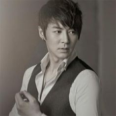 Shinhwa's Junjin recovering from recent surgery on herniated disc