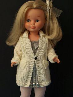 Hoy quería hacer un post diferente inspirado en una de las cosas que mas me gustan, las muñecas.  ¿Y porque hoy? pues por que hoy mismo la m...