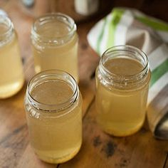 Bouillon is super gezond en kan gewoon zo gedronken worden of gebruikt worden als basis in soepen en sauzen. Het zelf maken is helemaal niet zo moeilijk, helemaal niet uit …