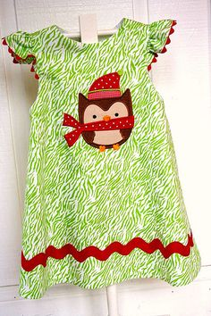 I like the lines of this owl face! Scarfed Christmas Owl dress