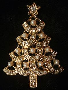 Pearl & Rhinestone Christmas Tree Pin