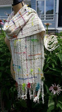 Weaving Projects, Weaving Art, Loom Weaving, Hand Weaving, Shawl Patterns, Weaving Patterns, Knitting Patterns, Woven Scarves, Weaving Techniques