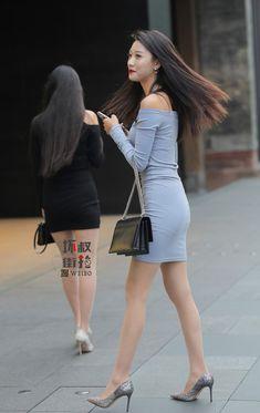 Beautiful Asian Women, Beautiful Legs, Pantyhose Fashion, Look Girl, Tight Dresses, Asian Woman, Asian Beauty, Womens Fashion, Ladies Fashion