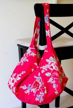 Summer is flying by and I can't let another shopping trip go by without showing you this amazing Hobo Bag pattern from Lecien fabrics!