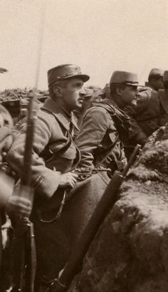 World War I. The Second Battle of Artois. French soldiers ready to start the attack on Notre-Dame-de-Lorette (Pas-de-Calais, France). On May 9, 1915.
