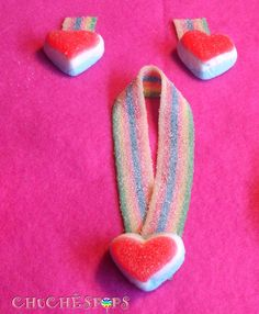Pequeñas Joyas Dulces conjunto #pendientes y #collar  lengua arcoiris y corazon chuche