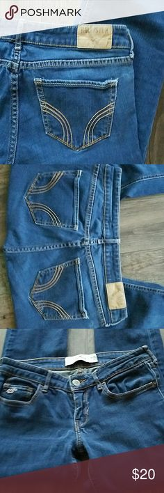 🔴🔴HOLLISTER🔴🔴WOMEN'S BLUE SKINNY JEANS 🔴🔴🔴 HOLLISTER 🔴🔴🔴  🔴WOMEN'S BLUE SKINNY JEANS  🔴DESIGN ON THE BACK POCKETS WITH  BROWN STITCHING.  🔴SIZE 3L. W26. L35.    💯💯💯IN EXCELLENT CONDITION 💯💯💯  ❔❔❔PLEASE ASK ME IF YOU HAVE ANY QUESTIONS❔❔❔ Hollister Jeans