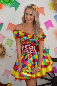 Vestido caipira super colorido para festa junina Lawyer Fashion, Country Dresses, Couple Photography Poses, Cute Costumes, Fiesta Party, Holidays And Events, Pretty Outfits, Fashion Boutique, Bunt