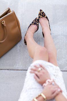 Pumps im Leoparden-Look kombiniert zu schlichten Farbtönen ❤