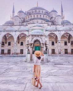 Sultanahmet Camii (Sultan Ahmed Mosque - Blue Mosque) Istanbul, Turkey Blaue Moschee in Istanbul, di Blue Mosque Istanbul, Istanbul City, Istanbul Travel, Pink Mosque, Turkey Destinations, Greece Destinations, Travel Destinations, Sultan Ahmed Mosque, Turkey Travel
