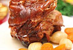 Mézes-sörös sült csülök | NOSALTY Meat Recipes, Cooking Recipes, Grill N Chill, Hungarian Recipes, Hungarian Food, Food 52, Carne, Steak, Grilling