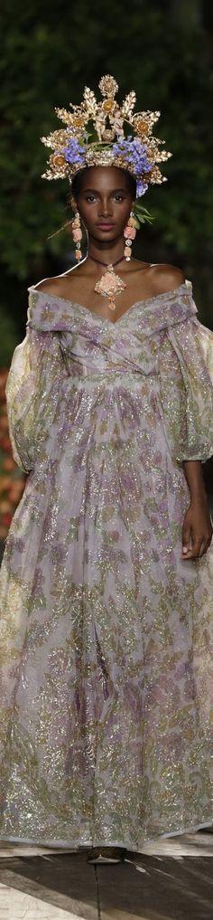 Dolce Gabbana Alta Moda Couture Fall 2015 sans the head piece . Fashion Week, High Fashion, Fashion Show, Fashion Design, Ellie Saab, Couture Fashion, Runway Fashion, Couture 2015, Latest Fashion