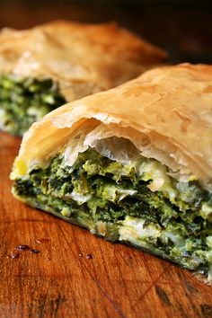 Greek Spanakopita Strudels _ I'm brushing up on my favorite Greek recipes. In strudel form, spanakopita assumes an almost breakfast croissant-like character, a perfect bundle of flaky pastry, egg, che (Vegan Pie Filo) Think Food, I Love Food, Good Food, Spinach Pie, Spinach And Feta, Baby Spinach, Lebanese Recipes, Greek Recipes, Strudel