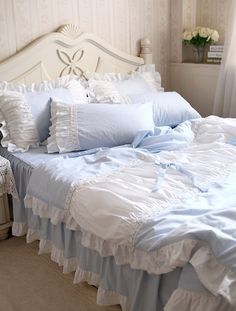 Лоскутное ручной работы кружево рюшами хлопок кровать юбка четыре части постельных принадлежностей QUUEN пододеяльник белый и синий цвет оборками купить в магазине Queen King Bedding Set на AliExpress