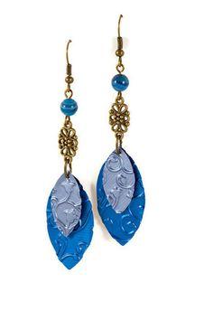 Mélange de bleus et de couleur bronze pour ces boucles d'oreilles fabriquées à partir de capsules de café Nespresso recyclées.  Les breloques en alu sont réalisées à part - 18570321