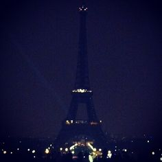 The Eiffel Tower in Paris switches off for Earth Hour (Credits: @wwffrance )