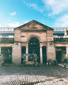 """cc83c00402 Travel, Food & Photography on Instagram: """"Covent Garden this morning, when  no one was around yet. Sunday at work, but can't complain. ❤ . . . . #London  ..."""