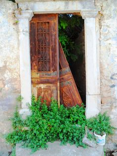 Abandonned door - Symi