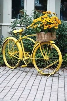 67 Flower Planters from Old Bicycle for Garden - Unique Balcony & Garden Decoration and Easy DIY Ideas Big Planters, Outdoor Planters, Flower Planters, Garden Planters, Flower Gardening, Flowers Garden, Balcony Garden, Old Bicycle, Bicycle Art