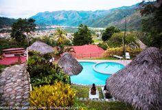 Hotel Fundo San José, pionero del turismo sostenible en la Selva.  Un acogedor hospedaje entre los paisajes más privilegiados del Perú lo puede encontrar en la Selva Alta de Junín. Estamos refiriéndonos al hotel fundo San José Ecolodge, la cual es una antigua casa convertida en refugio.