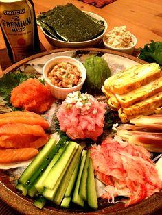 寿司飯ってついつい食べ過ぎる(ㆀ˘・з・˘) - 16件のもぐもぐ - 手巻き寿司 by 203Kouchi Sushi Love, My Sushi, Sushi Pictures, Sushi Donuts, Seafood Party, Sushi Burger, Asian Recipes, Ethnic Recipes, Miso Soup