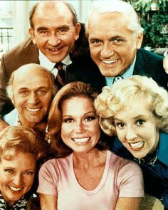 The Mary Tyler Moore show. - And then there was Mary Tyler Moore, who made me want to be a news producer in a big city. 70s Tv Shows, Old Shows, Great Tv Shows, Nostalgia, Radios, Mary Tyler Moore Show, Cinema Tv, Vintage Television, Vintage Tv