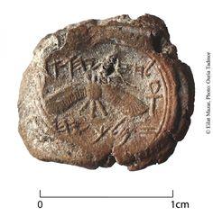 Jerusalém (TPS) – A primeira marca do selo de um rei da Judeia foi desenterrada em Jerusalém no início do mês de dezembro, durante uma escavação científica. A significativa descoberta foi feita nas escavações em Ophel, na base da parede sul do Monte do Templo. Pesquisadores do Instituto de Arqueologia da Universidade Hebraica de Jerusalém…