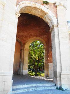 Arco del pórtico de la Capilla de San Antonio