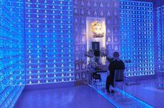 赤崎勇氏、天野浩氏、中村修二氏の日本人3人ノーベル物理学賞で注目された青色の発光ダイオード(LED)の技術は、様々な場面で使われています。野菜の室内栽培から、納骨堂、水族館の水槽まで。あらゆる場所で活躍中です。